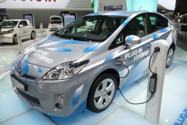 toyota main 370x247 - Toyota Prius Becomes Share of Dubai Municipality's Convoy