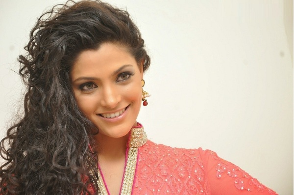 Saiyam Kher is a gorgeous and stunning new face of Bollywood industry-YesGulf