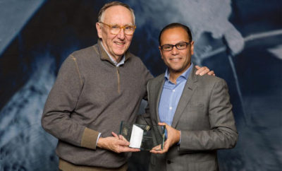 Hafez Hamdy ITWORX CEO right receives the 2017 EPC Award from Jack Dangermond Esri Founder and President 400x242 - ITWORX Wins the 2017 ESRI's Partner Conference Global Award for Big Data Analytics